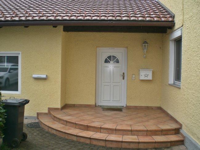 4-Zimmer-Garten-Etagenwohnung in Jahrhundertwendevilla - Einzelgarage